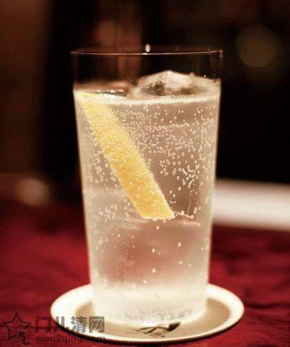 日本的鸡尾酒:杜松子酒(金酒,琴酒)与奎宁水调配的鸡尾酒 - 金汤力(Gin Tonic) 图