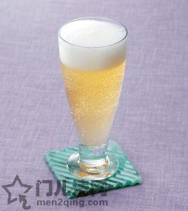 日本的鸡尾酒:啤酒和姜汁汽水调配的鸡尾酒(Shandy Gaff) 图