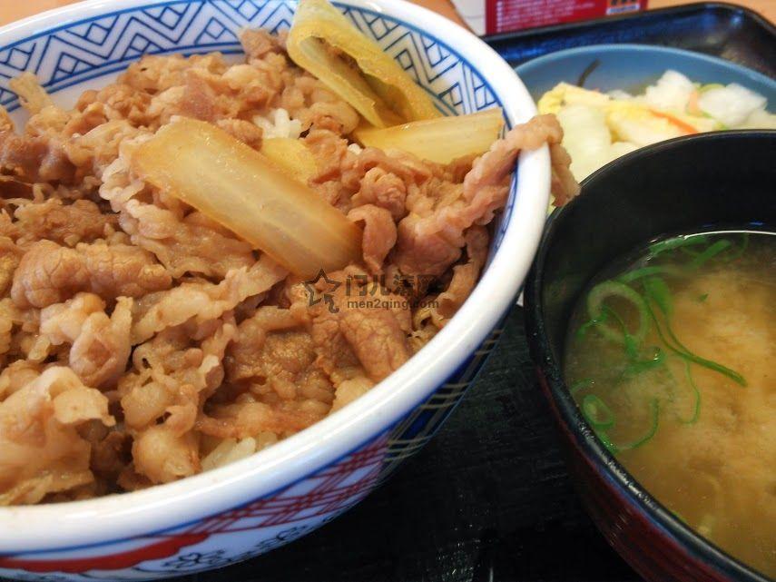日本料理:美食记录:吉野家的牛肉饭套餐 牛肉饭,酱汤,浅渍青菜(新香) 图