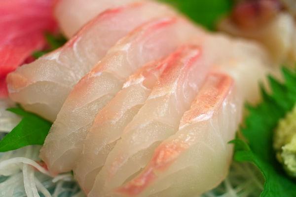 菜单:鲷鱼刺身-真鯛(まだい)
