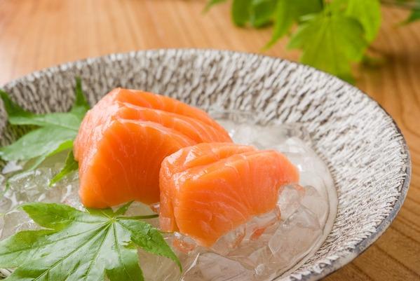 菜单:三文鱼刺身-鮭(サーモン)