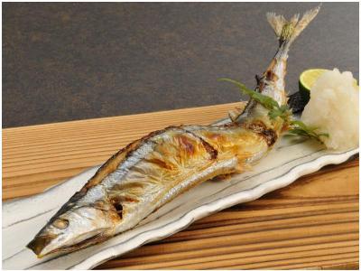 菜单:盐烤秋刀鱼(秋刀魚の塩焼き)