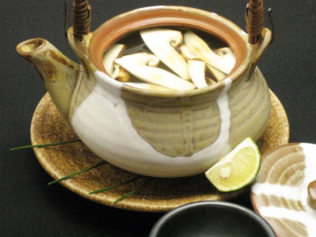 菜单:松茸的土瓶蒸(どびんむし)